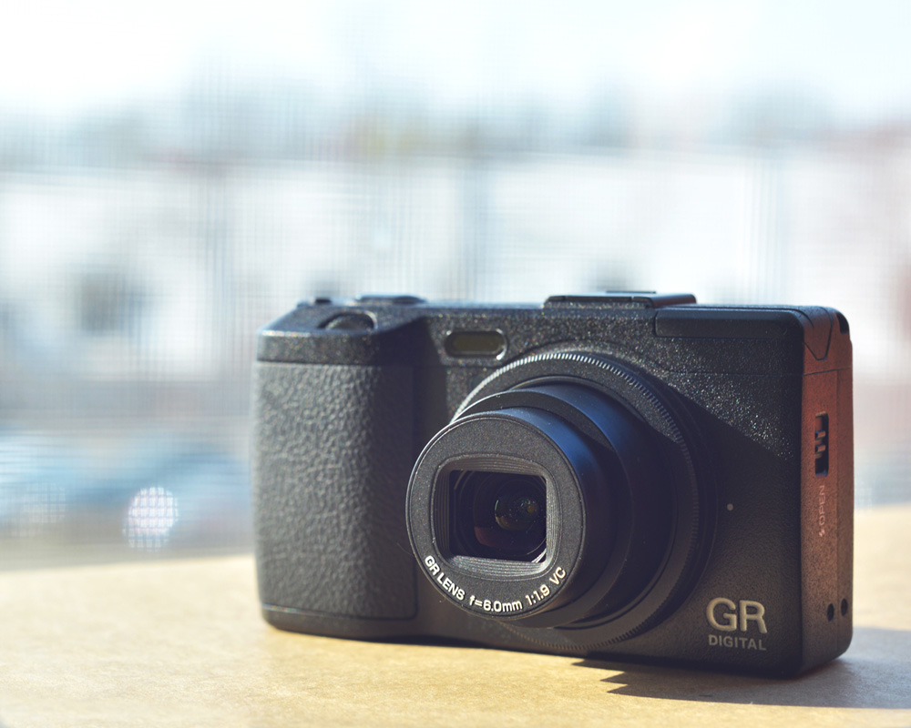 RICOH SUAVE - GR Digital IV Hands on Review